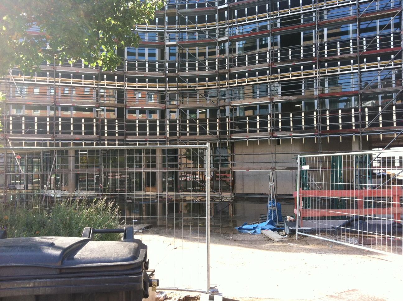 Das Synus-Gebäude im Bau - Rückwärtige Sicht