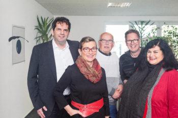 Bildunterschrift 1: Der Vorstand der Landesinnung für das Augenoptikerhandwerk in Hessen (Geschäftsführer Peter Kupczyk, Almut Eckmann, Rainer Meng, Daniel Raabe, Monika Rasche-Vitallowitz (v.l.n.r.), (Foto: Andreas Friedrich)