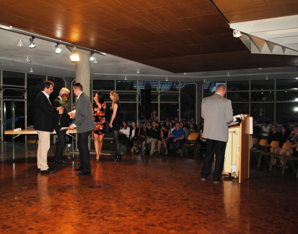 Abschlussfeier Bruchsal 2015 Rosenübergabe
