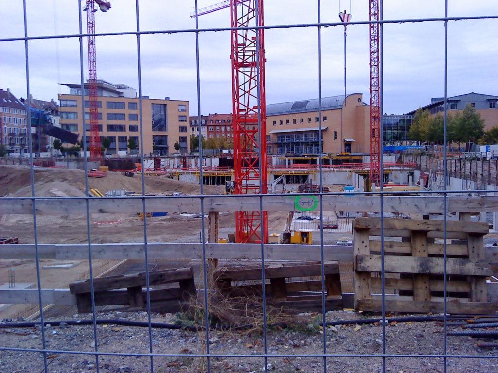 Das Synus-Gebäude im Bau - Bodenarbeiten