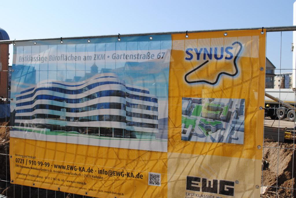 Das Synus-Gebäude im Bau - Die Werbung