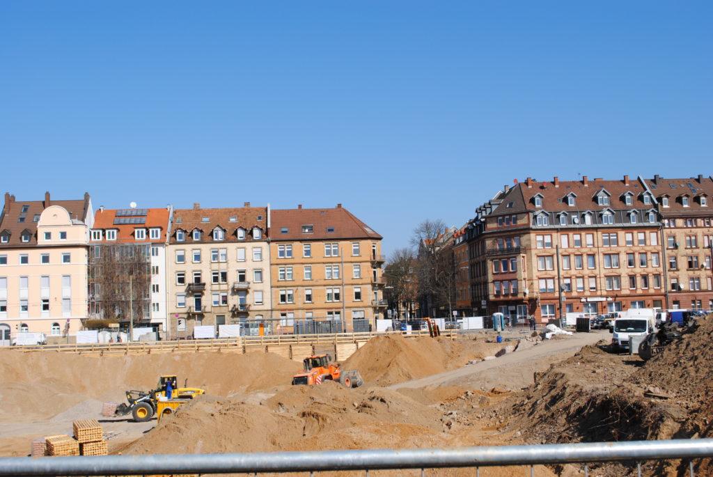 Das Synus-Gebäude im Bau - Die Umgebung