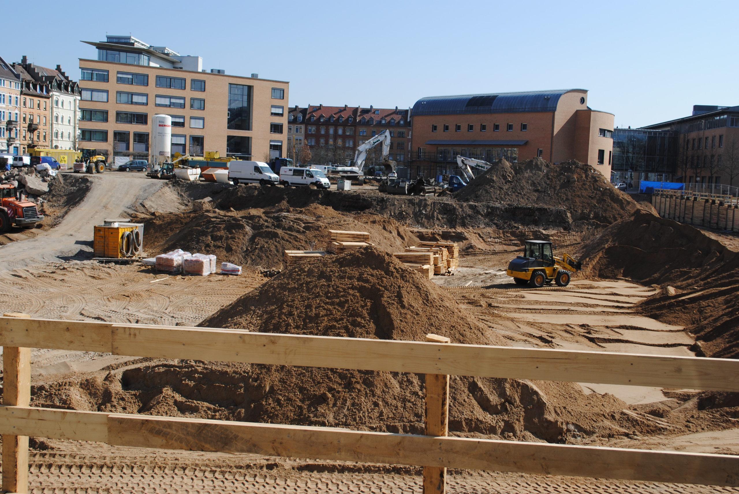Das Synus-Gebäude im Bau - Das Grundstück