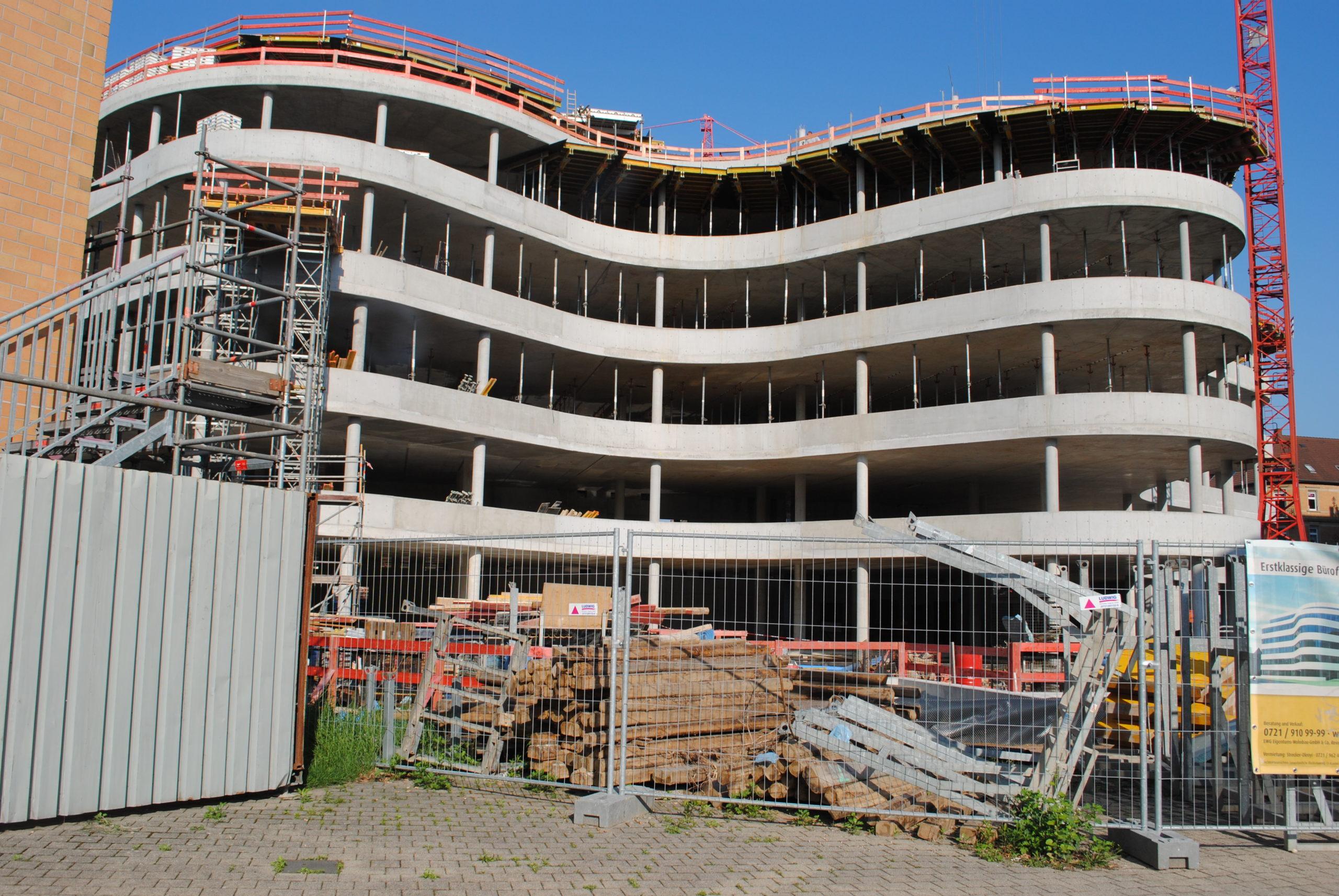 Das Synus-Gebäude im Bau - Die Form steht