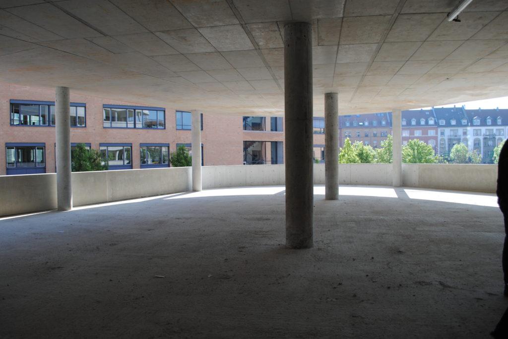 Das Synus-Gebäude im Bau - Blick auf das Arbeitsamt