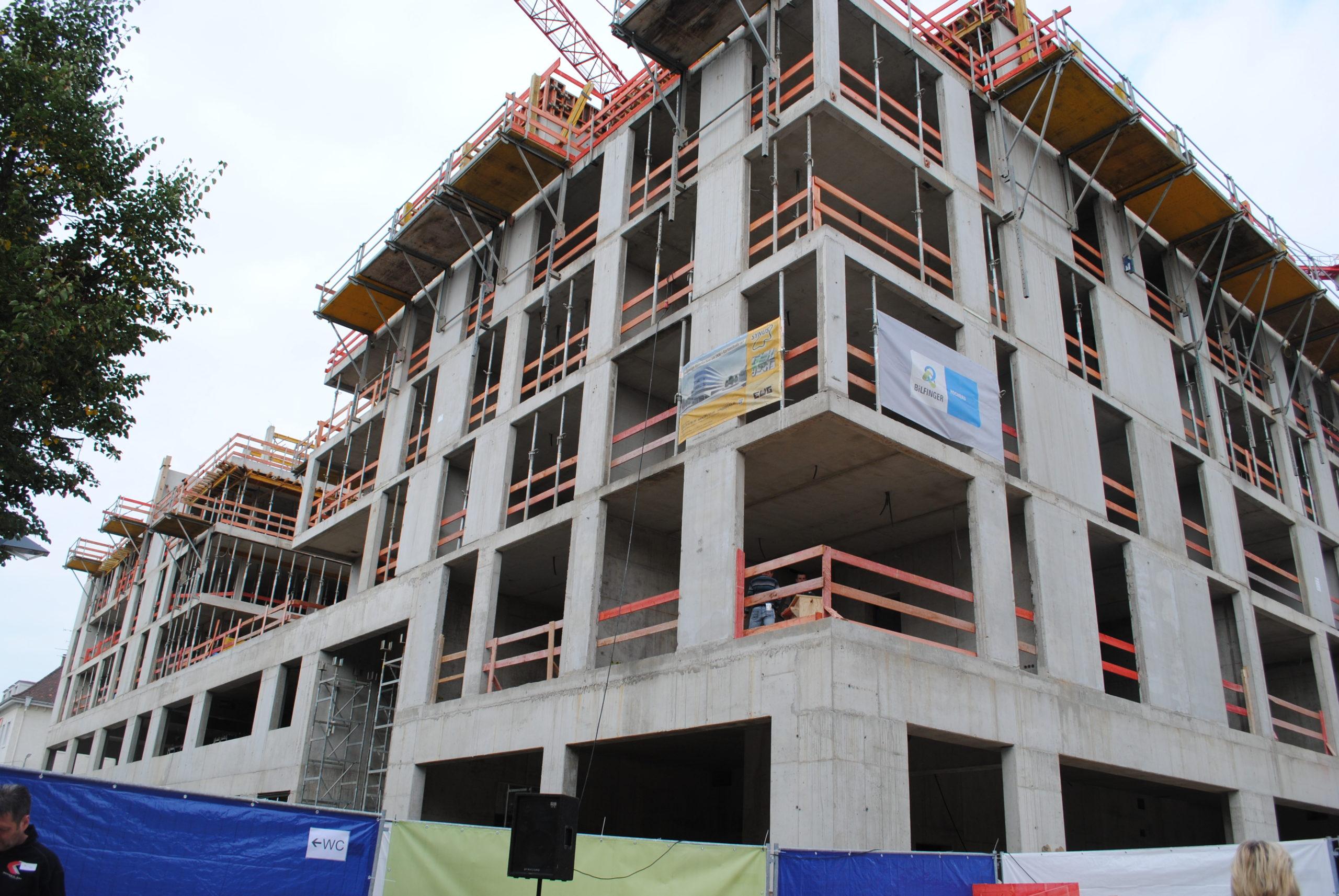 Das Synus-Gebäude im Bau - Außenansicht Stockwerke