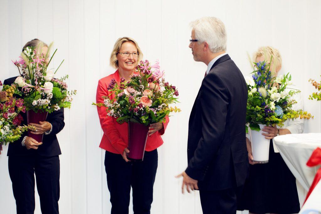 Feierliche Eröffnung Blumen für die Damen