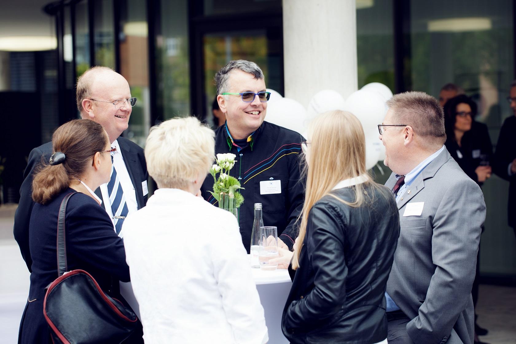 Feierliche Eröffnung Gespräche und Kennenlernen