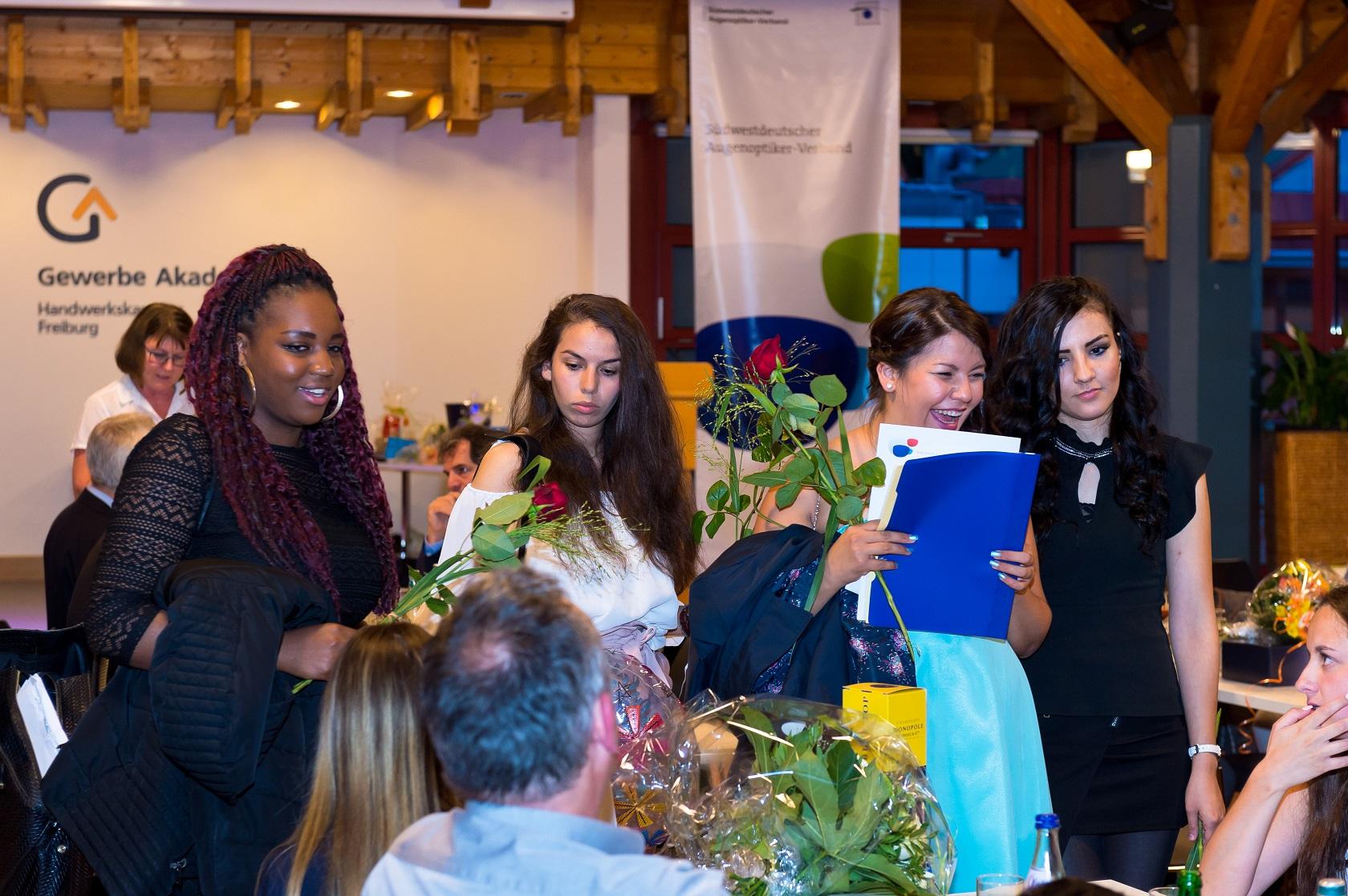 Freisprechungsfeier Freiburg 2017 Gesellenbriefe bringen Freude