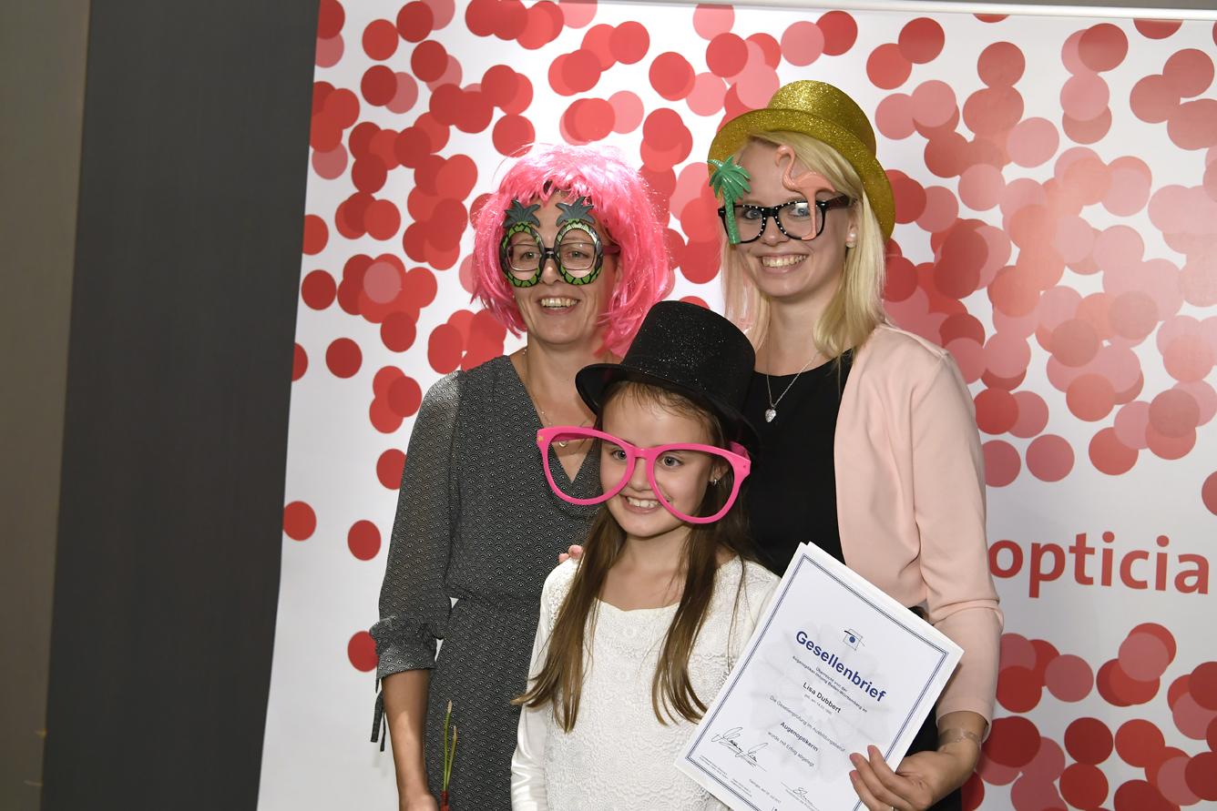 Freisprechungsfeier Leonberg 2017 Brillen und Gesellenbrief