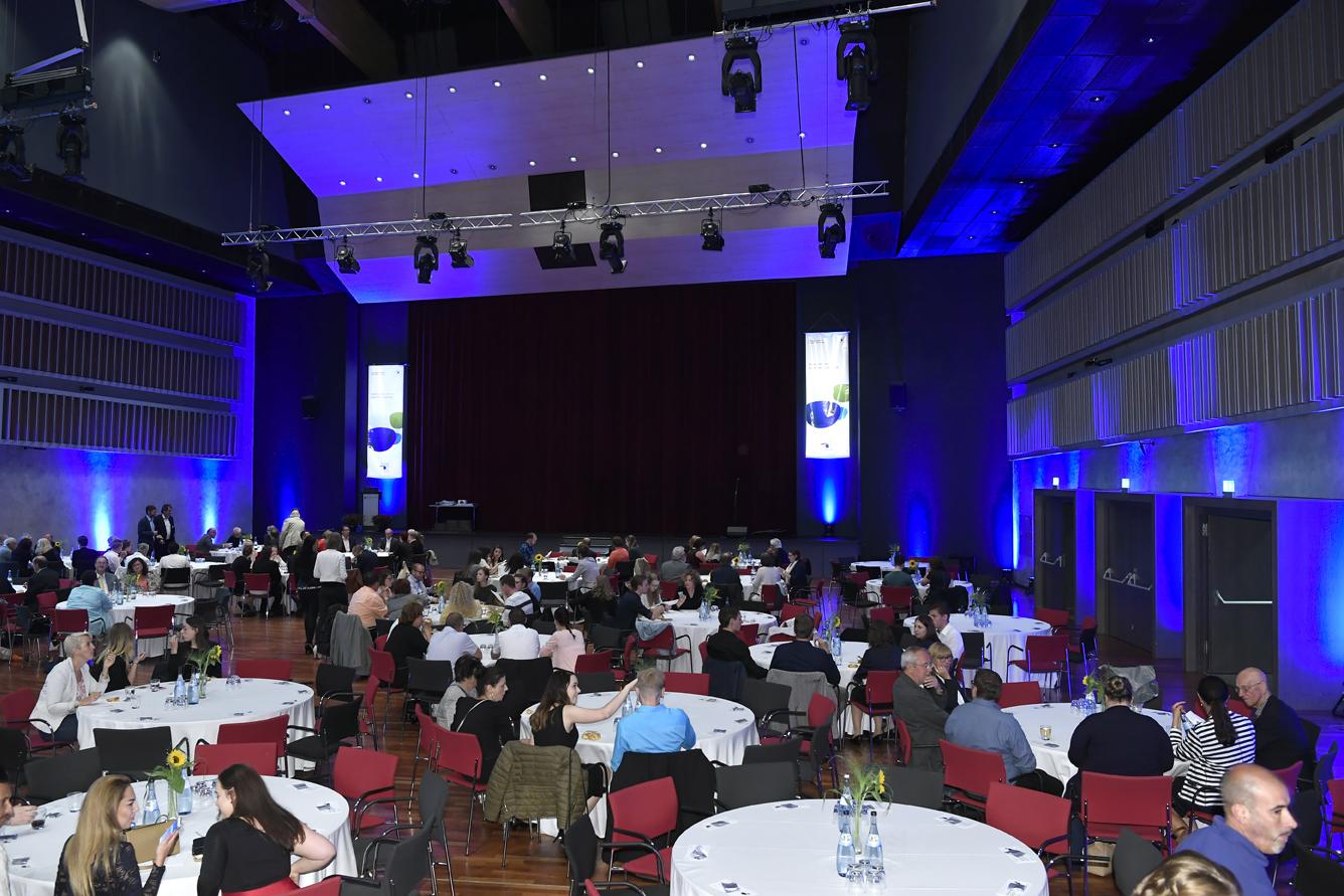 Freisprechungsfeier Leonberg 2017 Der Saal füllt sich 11