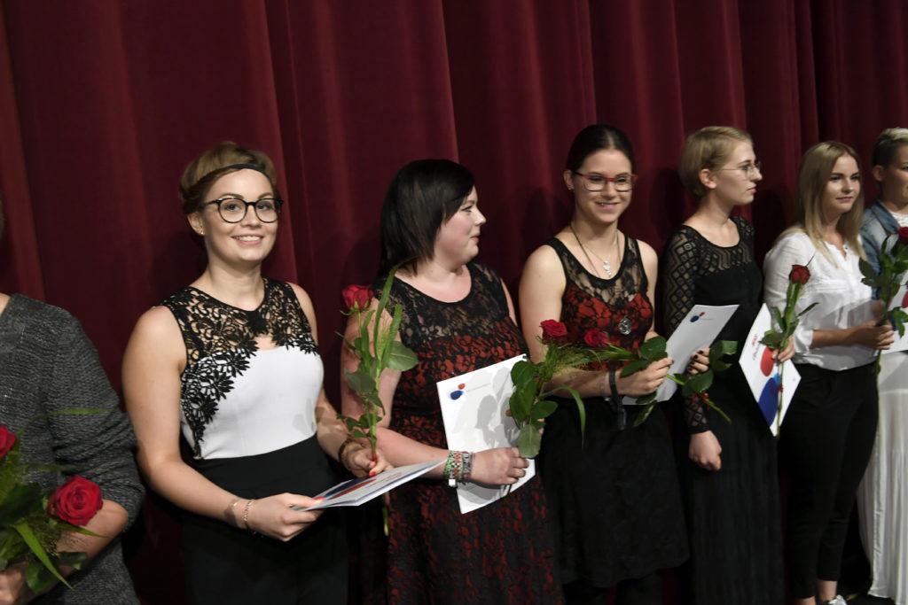 Freisprechungsfeier Leonberg 2017 Junggesellinnen auf der Bühne