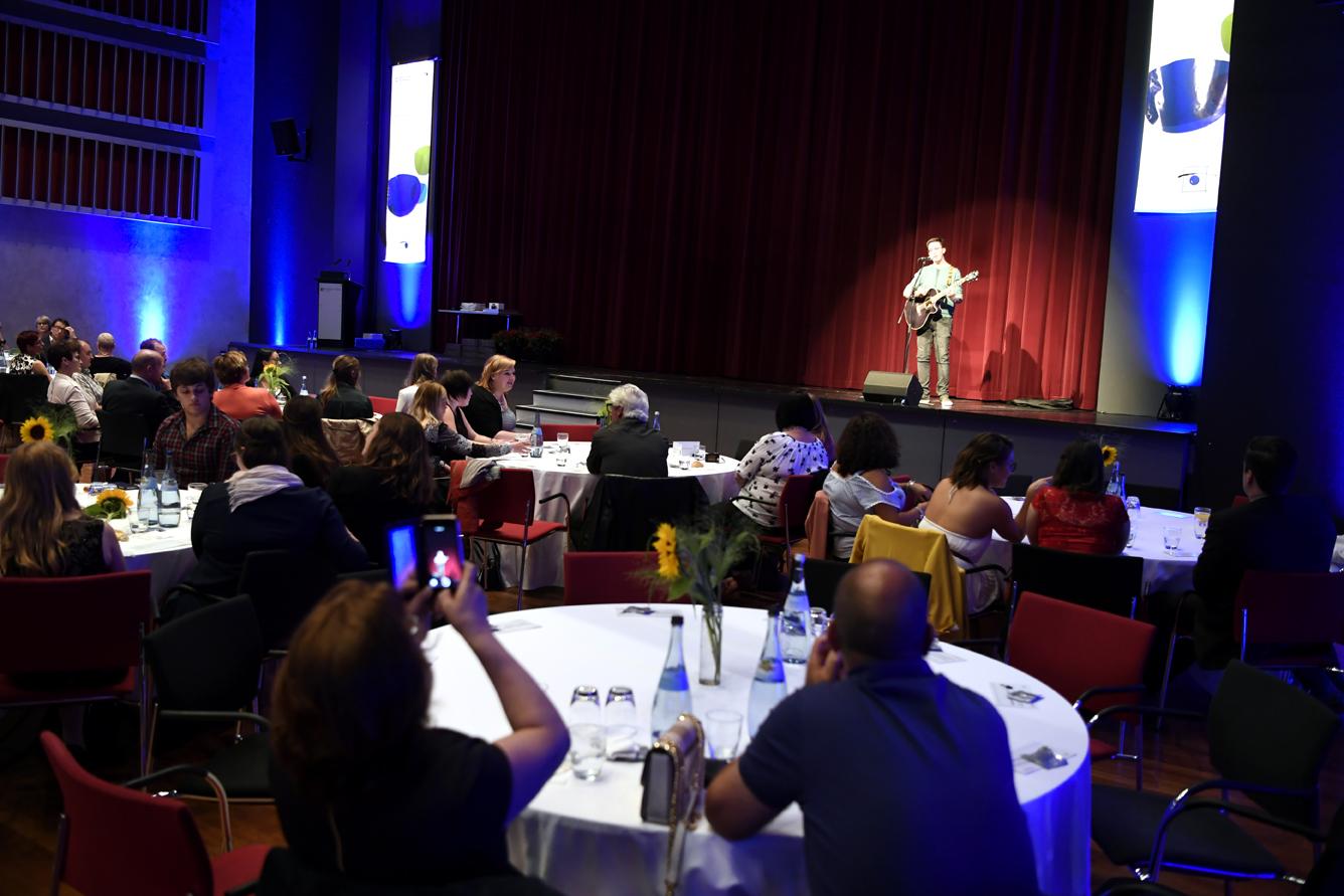 Freisprechungsfeier Leonberg 2017 Marco Pinto auf der Bühne