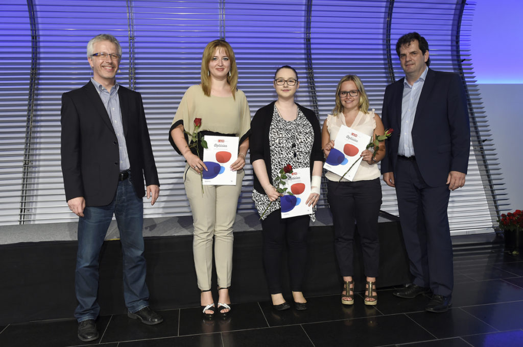 Freisprechungsfeier Stuttgart 2016 Gesellinnen mit Zeugnis