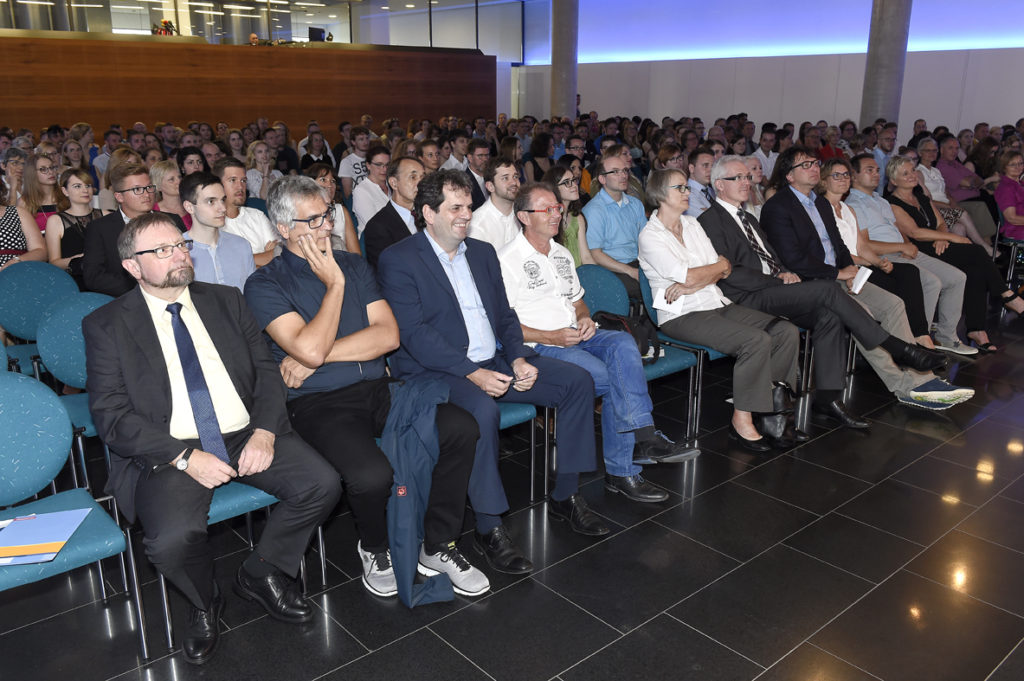Freisprechungsfeier Stuttgart 2016 volles Foyer
