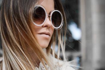 Gutes Sehen durch eine Sonnenbrille